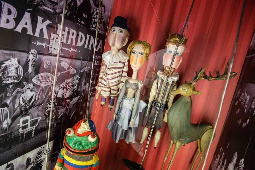 Výstava v Hradci Králové připomíná příběh Divadla Drak