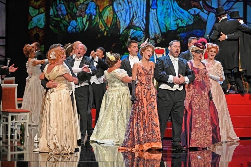 Ve Slovinském národním divadle nazkoušel Stanislav Moša Straussovu operetu Netopýr