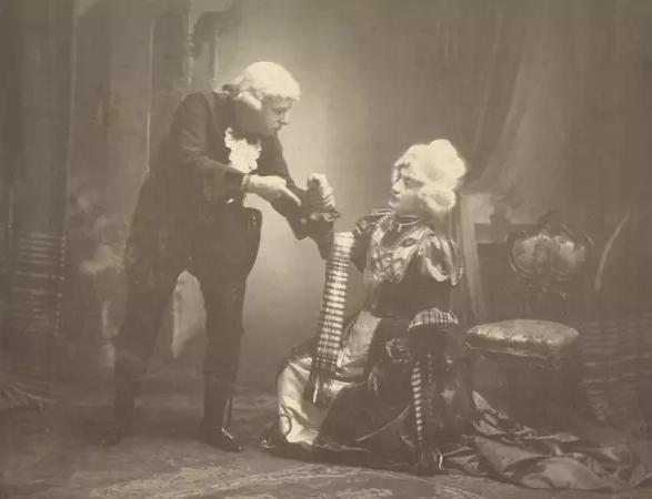 Divadelní spolek Tyl slaví 200 let. Výstava mapuje dobré i zlé časy poličských ochotníků