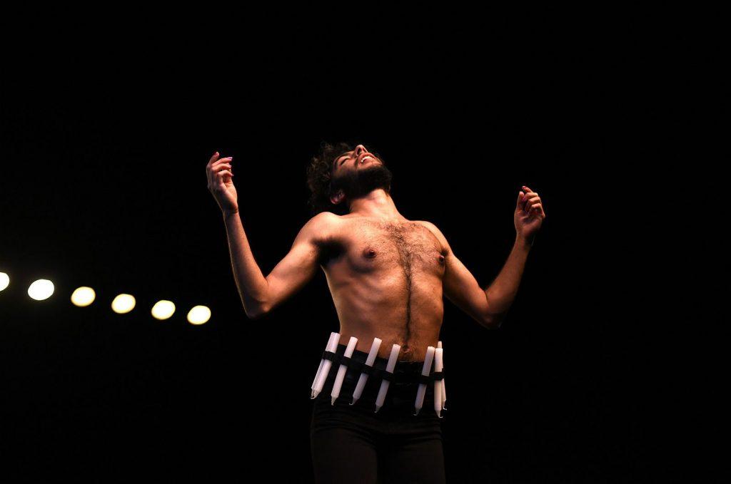 Íránský umělec Sorour Darabi vystoupí v DOX+ se svou performancí Savušun