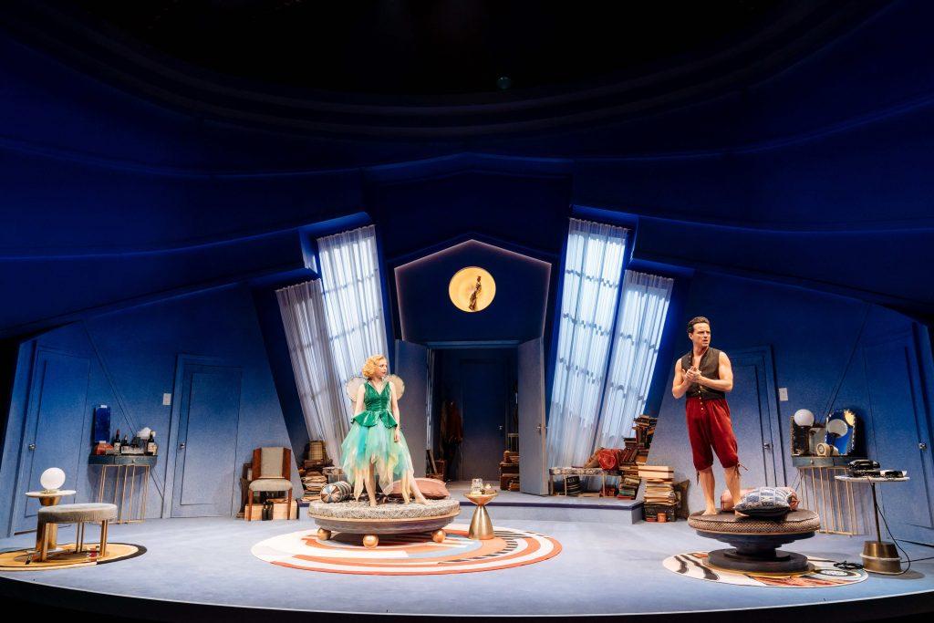 Divadelní hra Noëla Cowarda Slunce v pasti! v přímém přenosu NT Live