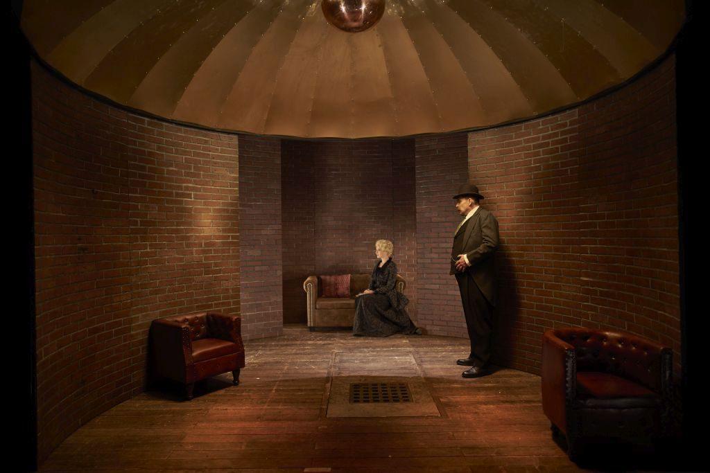 Tajný agent v Divadle Na zábradlí: Sonda o zániku lásky a rodiny v soukolí dějin
