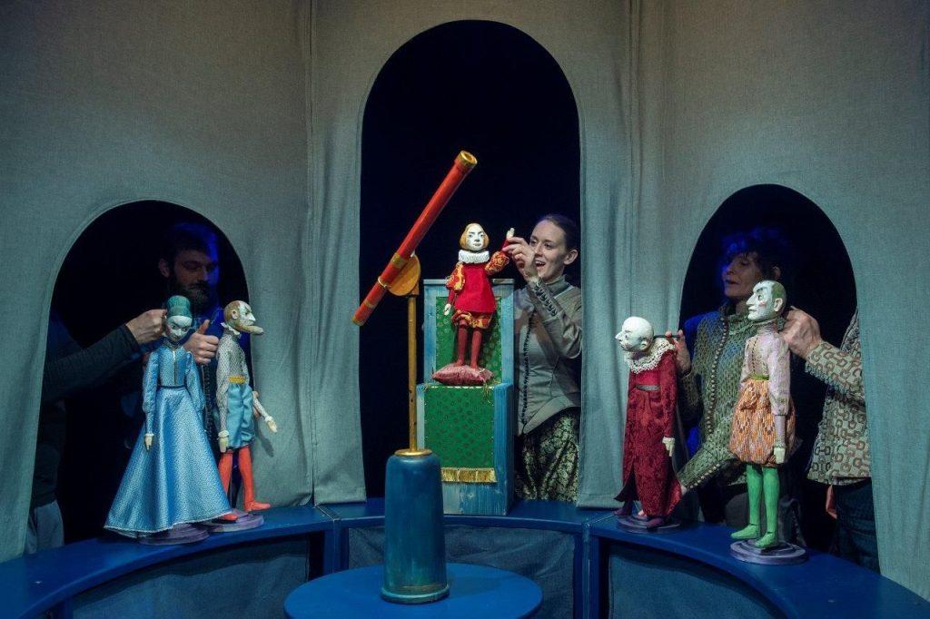 Liberecké Naivní divadlo nastudovalo hru o životě a díle astronoma Galilea Galileiho