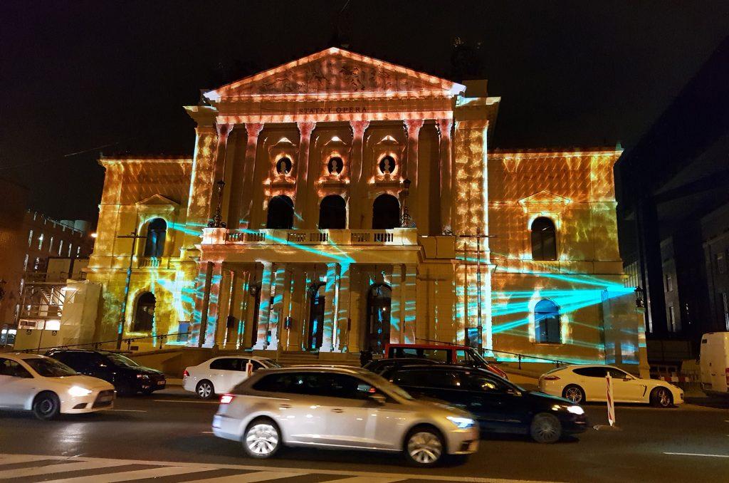 Unikátní videomapping ke znovuotevření Státní opery