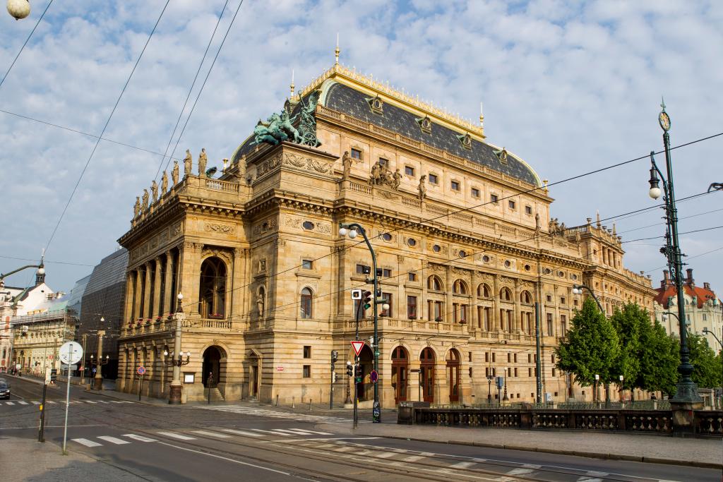 Národní divadlo odkládá premiéry a počítá finanční ztráty