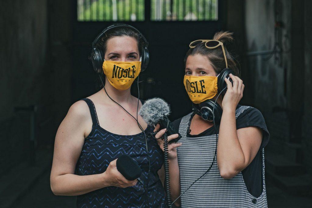 Novocirkusový festival Nuselské dvorky se letos přesune na vlny Českého rozhlasu Vltava. Komentovaný přímý přenos zazní v pořadu S mikrofonem za cirkusem