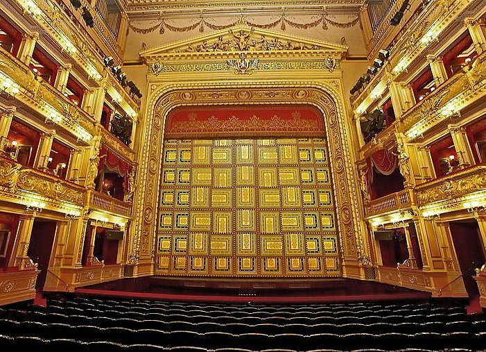 Koronavirus promění i podzimní plány Národního divadla