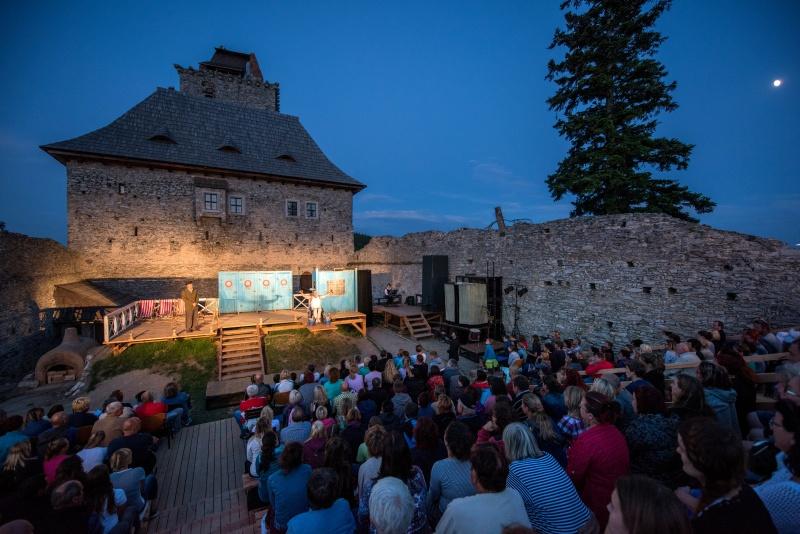 O venkovní představení divadel je zájem, koronaviru navzdory