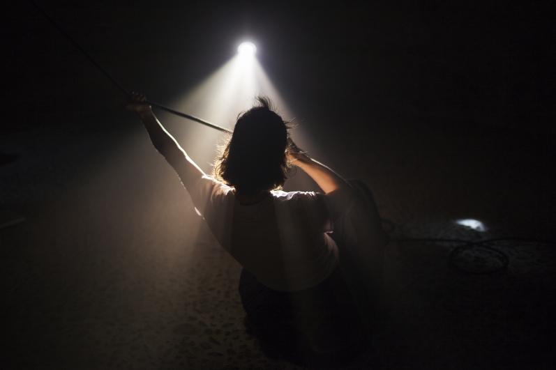 Light Underground – série komorních tanečních představení propojí světlo a pohyb v Domě UKamenného zvonu