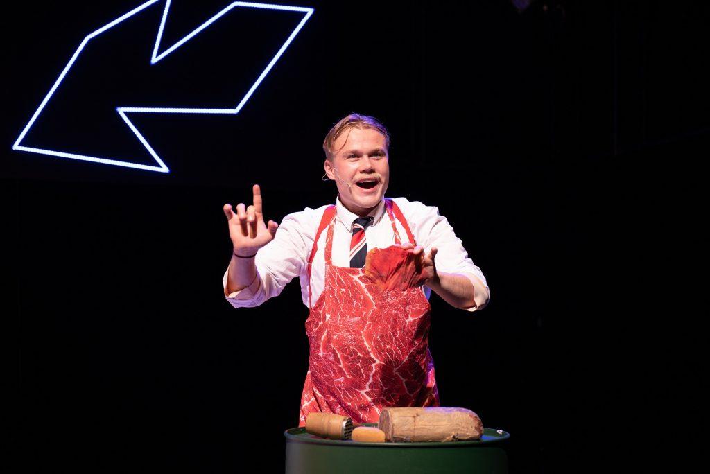 Divadlo J. K. Tyla uvede na Malé scéně premiéru inscenace Dortel spodtitulem Jak se vaří národ