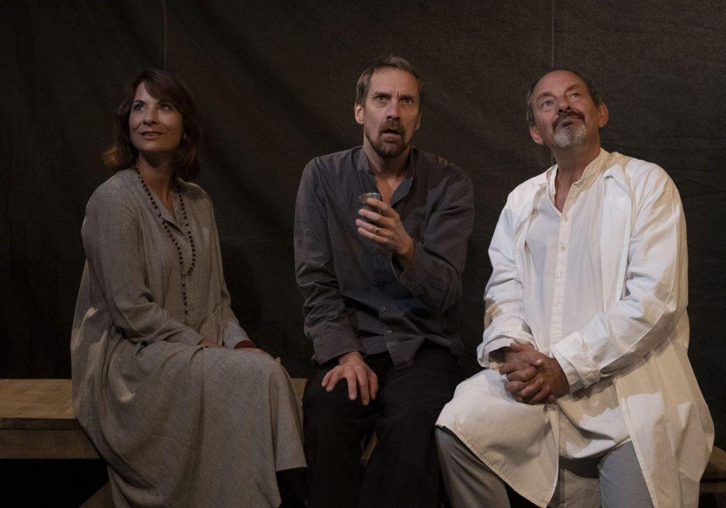 Říjnové divadelní tipy z Violy: Neumím jinak než láskou, Šunen Romale, Smluvní vztahy a Michelangelo