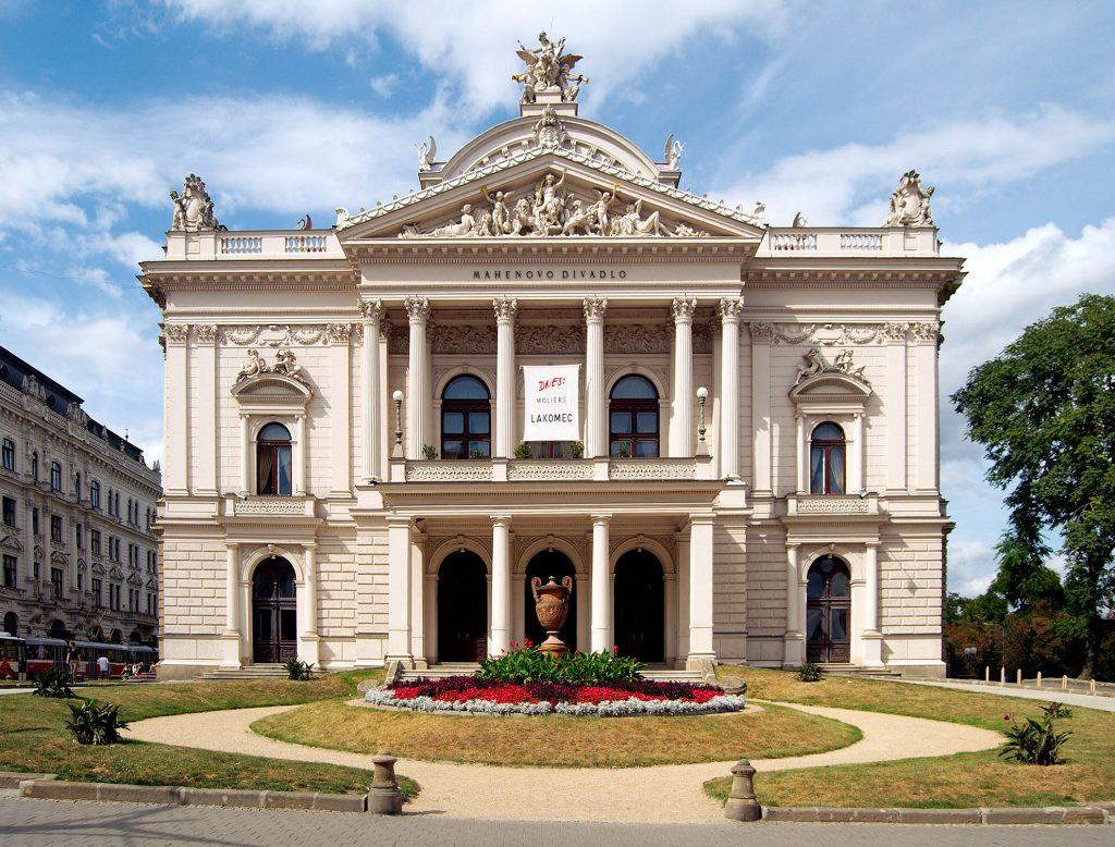 Pololetní tržby Národního divadla Brno klesly o víc než polovinu