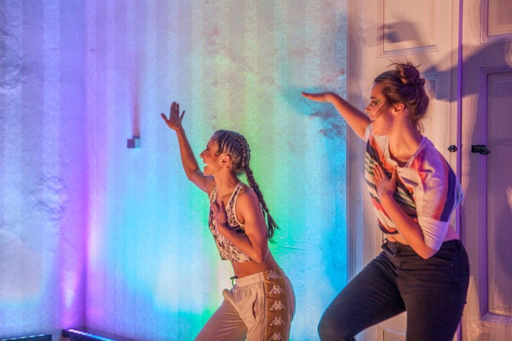 Z Váránasí přes Žižkov až do Andalusie. Mladí performeři vám otevřou svět nečekaných hudebně tanečních koláží