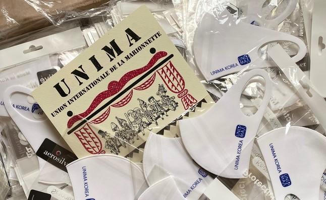 Korejská UNIMA darovala roušky českým loutkářům