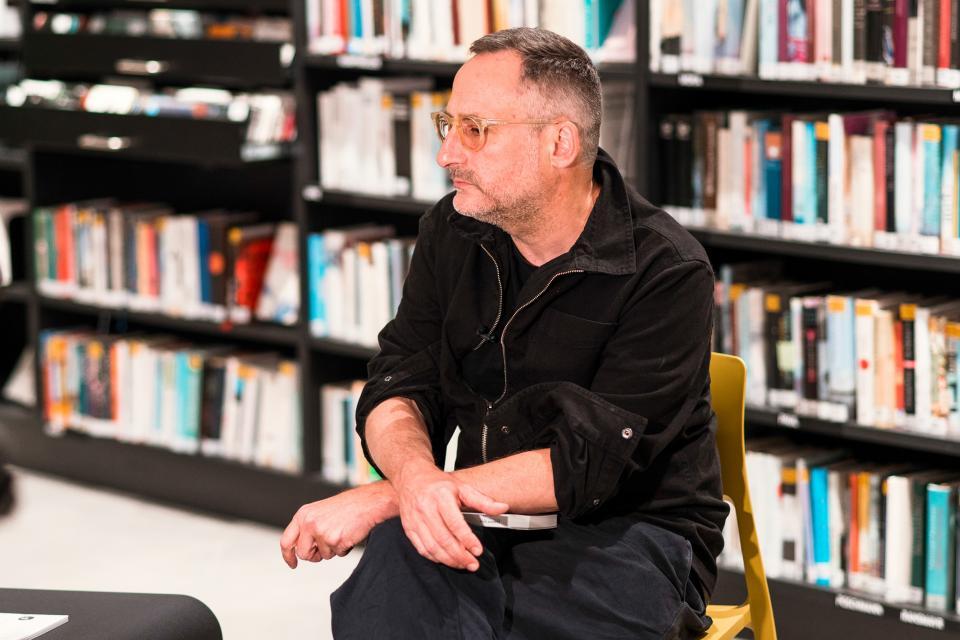 Pozvánka na přednášku: Propojení dramatické a postdramatické poetiky ve hrách Rolanda Schimmelpfenniga