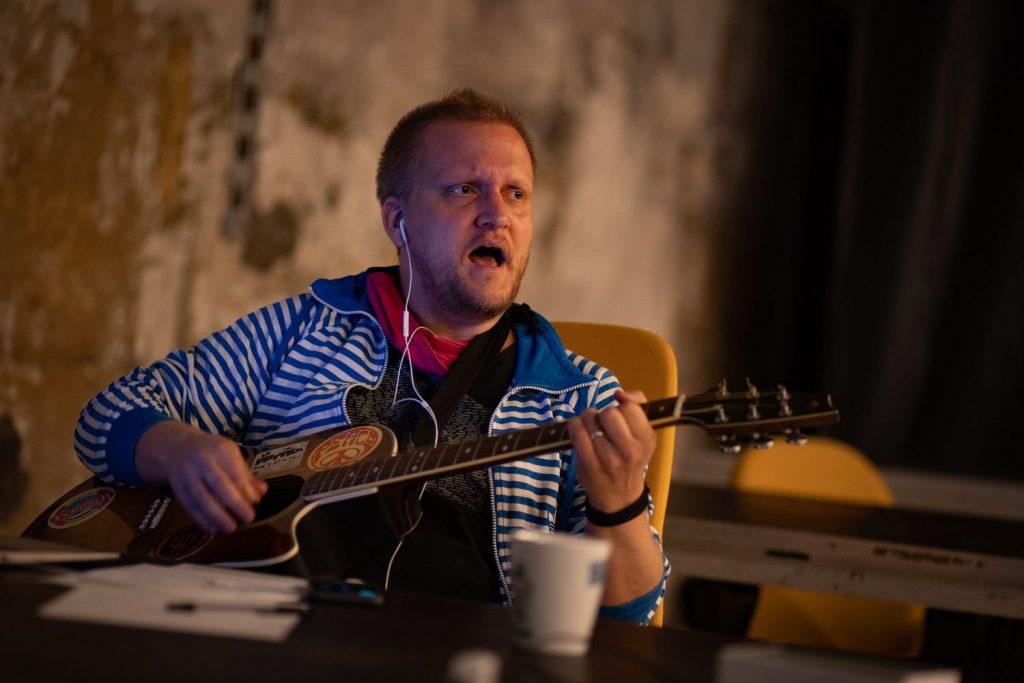 Umělci spjatí s Cirkem La Putyka zahrají ve čtvrtek ve výlohách v centru Prahy. Upozorní tak na zavřené obchody i kulturu
