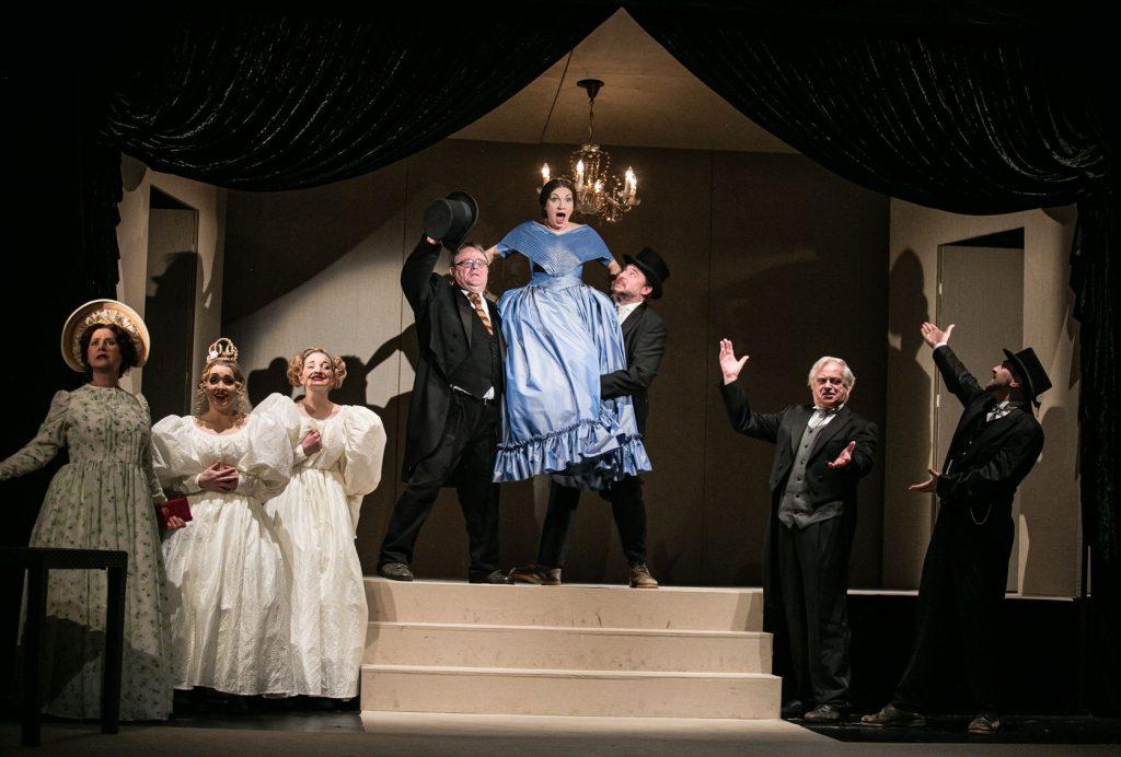 Východočeské divadlo Pardubice nastudovalo hru Lenky Lagronové Jako břitva
