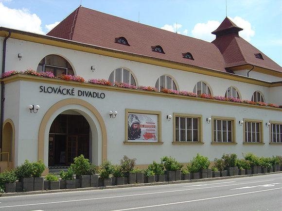 Slovácké divadlo kvůli výpadku příjmů propustí sedm herců