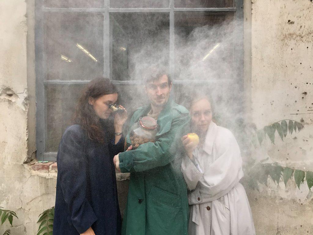 Soubor bazmek entertainment uvede v rámci festivalu Meeting Brno premiéru inscenace Ein Strudel und Nekonečno