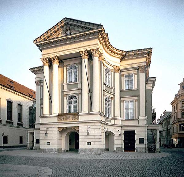 Národnídivadlozahájilo rekonstrukci fasády budovy Stavovskéhodivadla