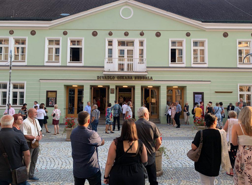 Divadlo Oskara Nedbala v Táboře zahájilo sezonu, zájem předplatitelů je nižší