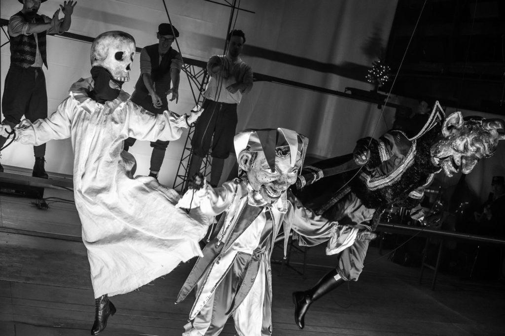 DivadloMinor uvede premiéru inscenace Bratři naděje, která připomíná loutkáře Kopecké