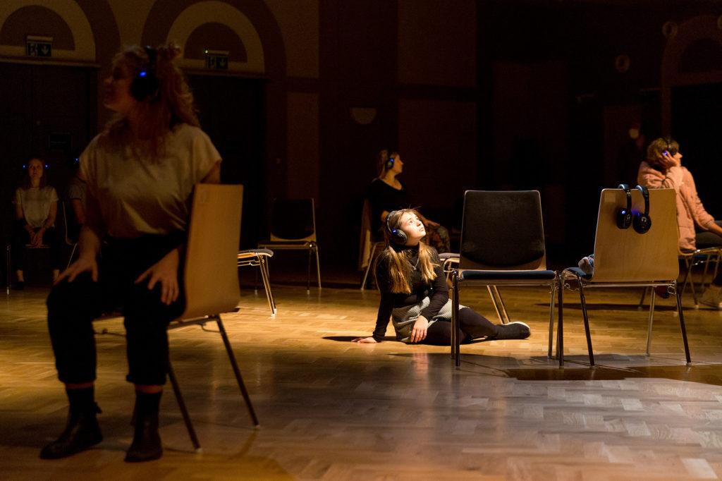 Společenská intervence, kolektivní akce nebo tanec? Novou performance Veroniky Knytlové čeká unikátní uvedení na nádvoří HAMU